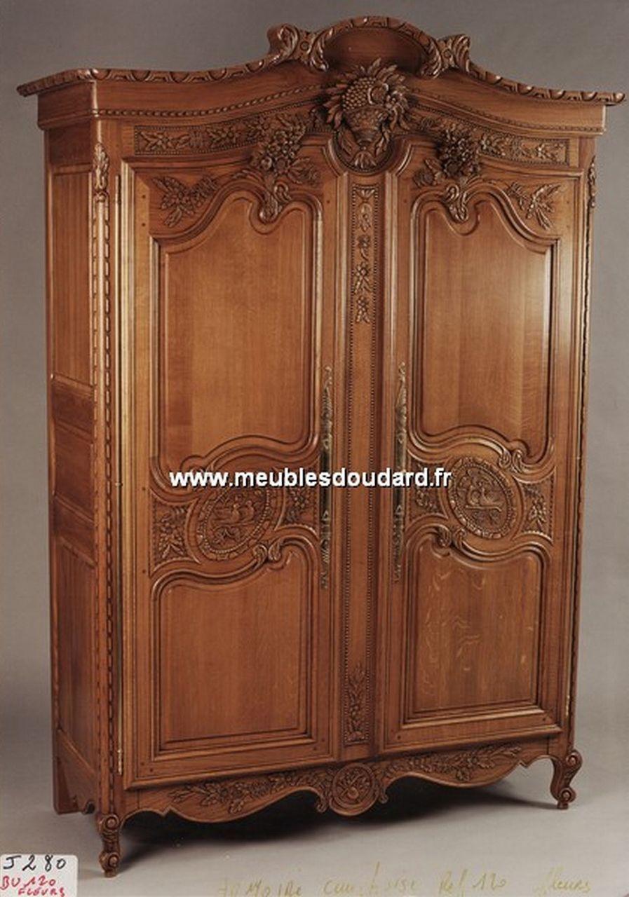 Armoire cauchoise armoire sculpt e en bois armoire de for Armoire vitree chambre