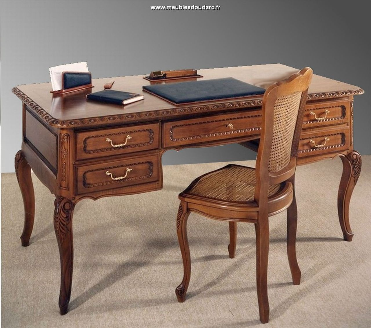 bureau ministre sculpt de style louis xv. Black Bedroom Furniture Sets. Home Design Ideas