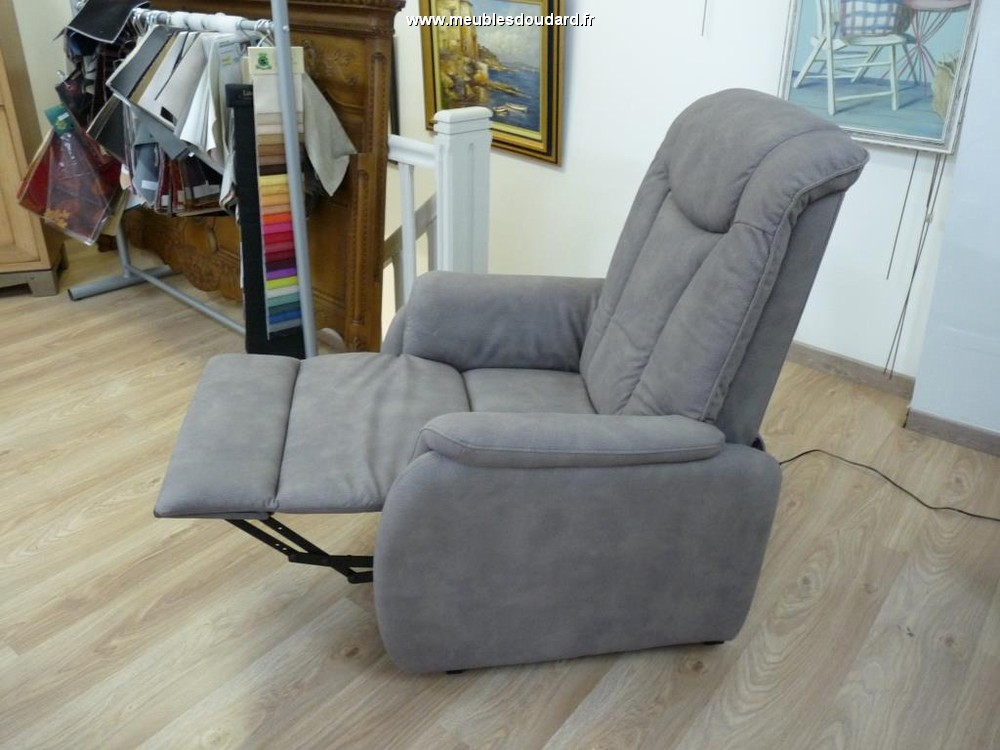 Relaxing armchair