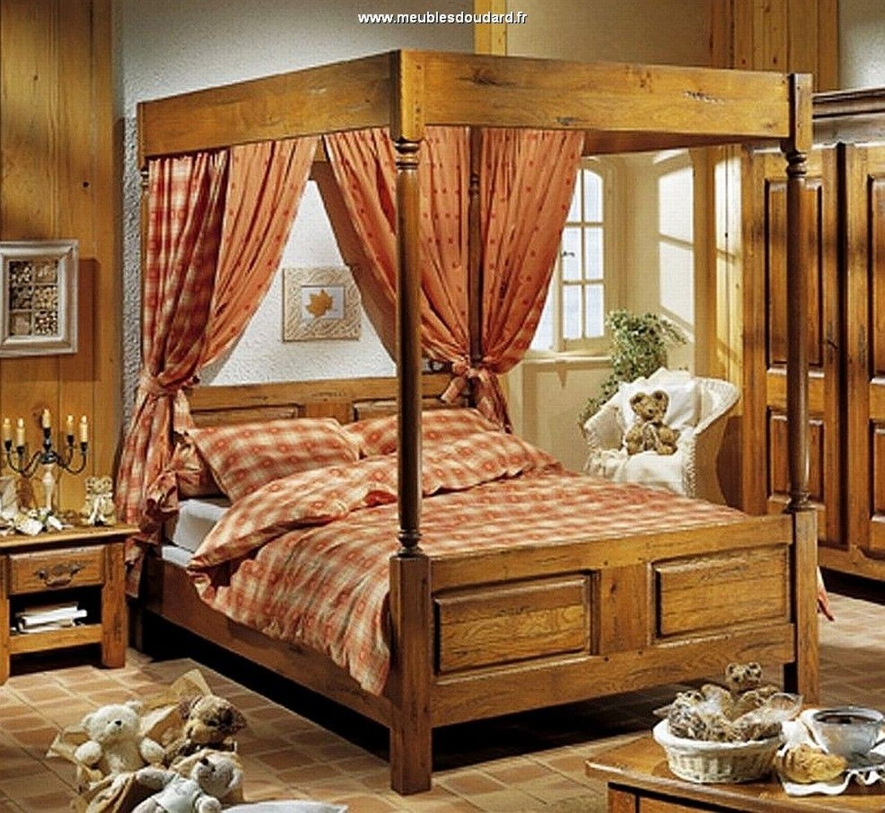 bois de lit baldaquin en bois massif antiquaire. Black Bedroom Furniture Sets. Home Design Ideas