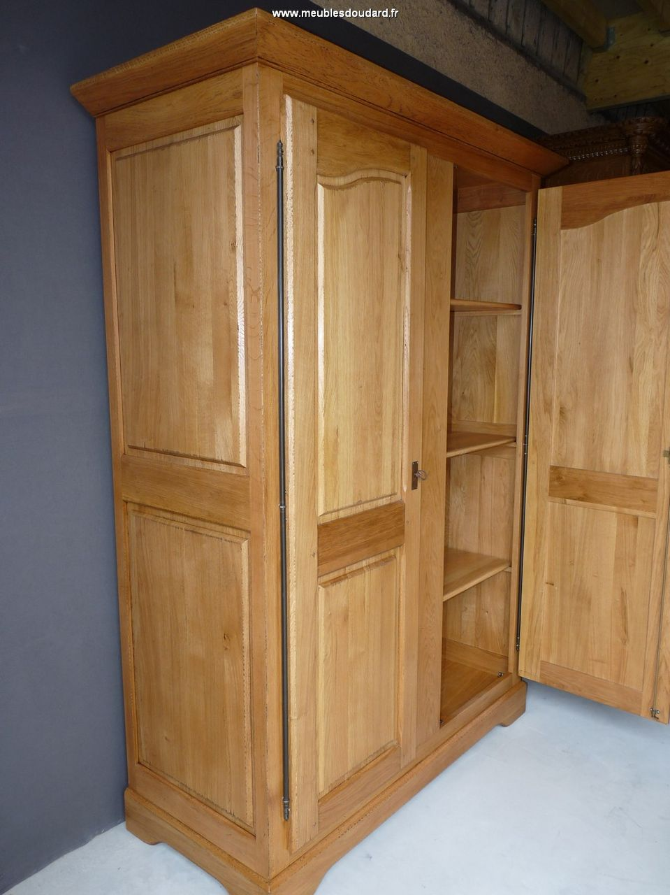 armoire en bois massif armoire de normandie armoire en ch ne rustique. Black Bedroom Furniture Sets. Home Design Ideas