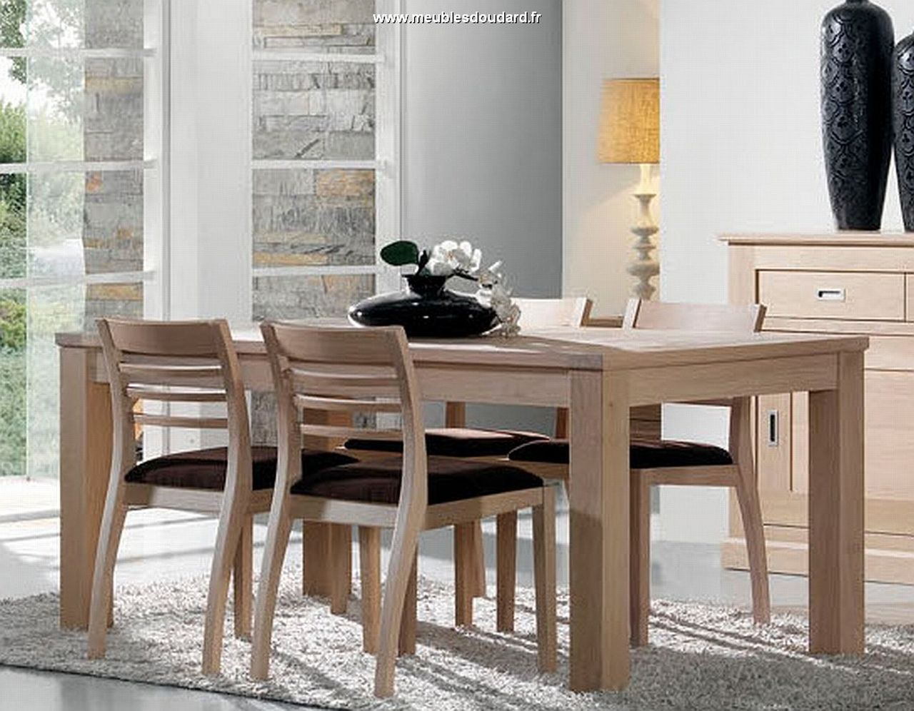 Meubles contemporains en bois massif for Table salle manger