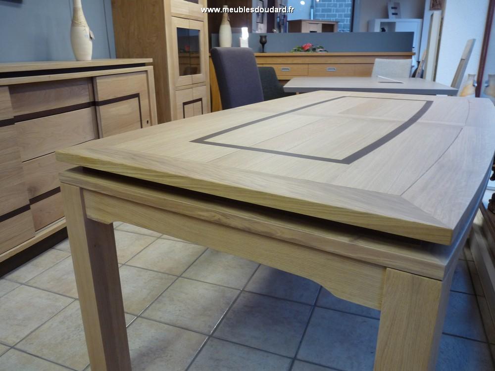Table moderne en bois massif symphonie - Table chene massif moderne ...