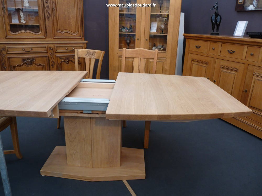 Grande table contemporaine oblongue en ch ne massif ref nepal - Table a manger pied central ...